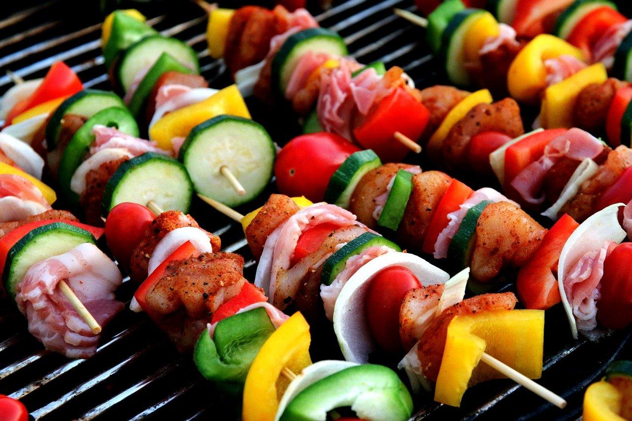 Le barbecue à gaz: l'équipement idéal pour cuisiner en extérieur